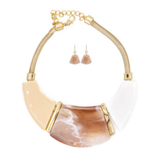 Necklace and earring